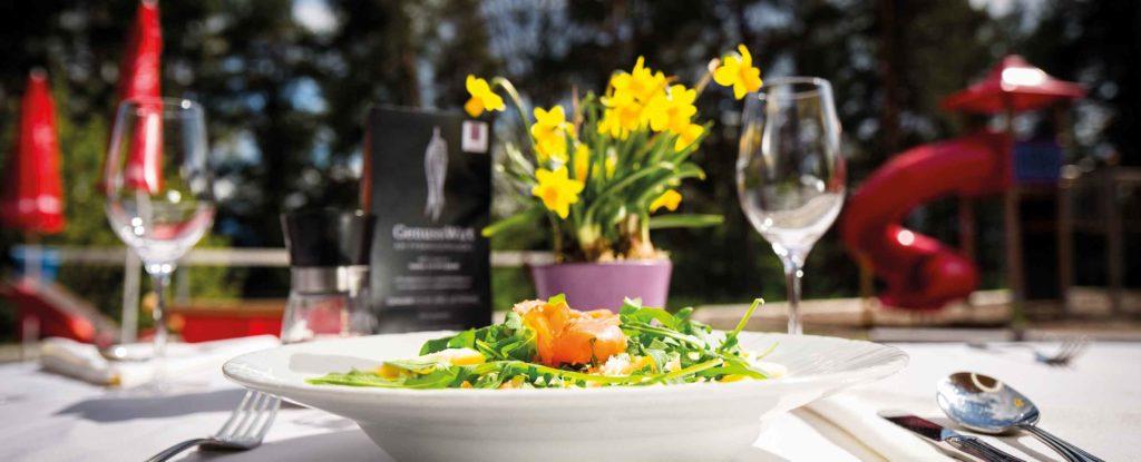 genusswirt-am-pyramidenkogel-restaurant-lokal-ausflug-mit-kindern-kaernten